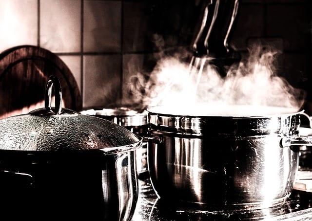 Czyszczenie i dezynfekcja kuchni myjnią parową