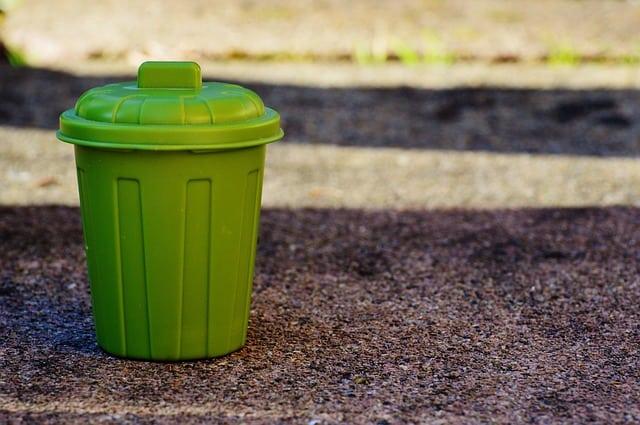 Opróżnianie koszy i wymiany worków na śmieci w szpitalach
