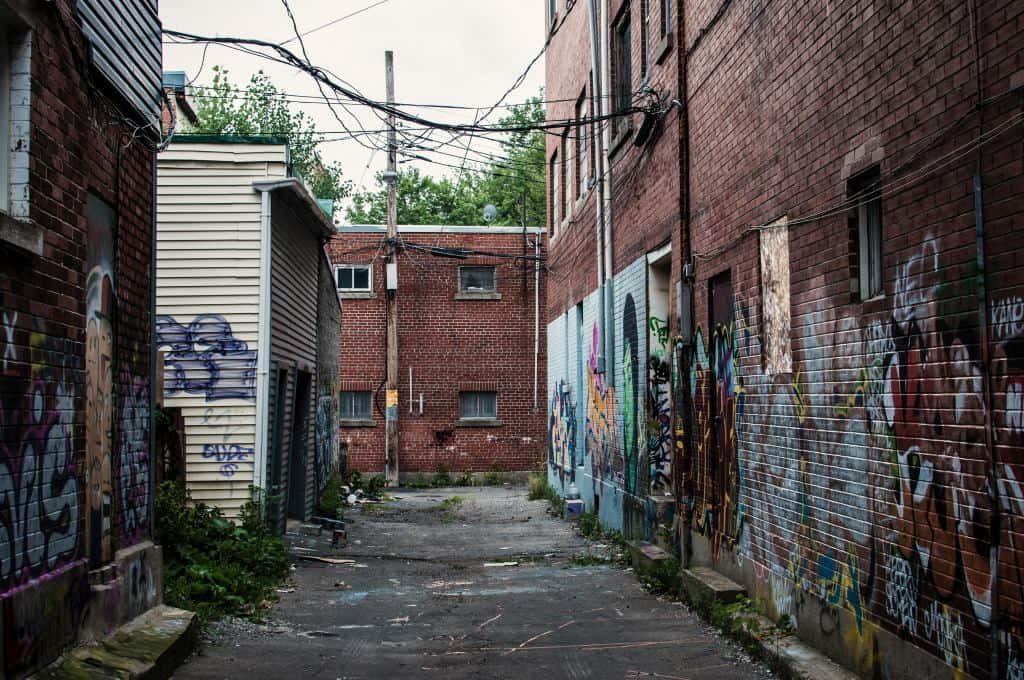 usuwanie graffiti ze scian