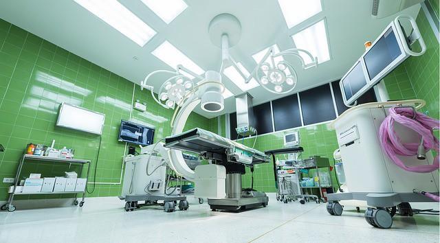 Sprzątanie i dezynfekcja sal operacyjnych myjnią parową