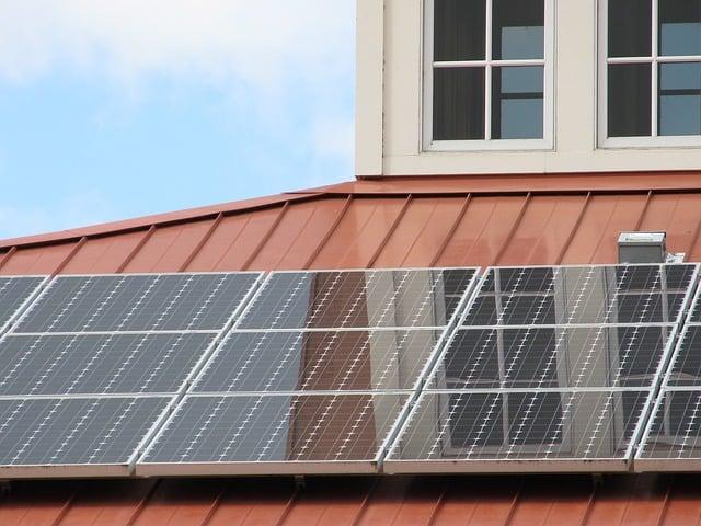 Mycie paneli solarnych myjnią parową